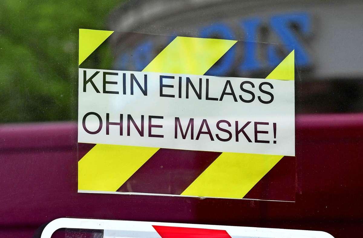 Klare  Sache: In Geschäften gilt Maskenpflicht. Uneinsichtige bringen Ladeninhaber in eine prekäre Lage. Foto: dpa/Hendrik Schmidt