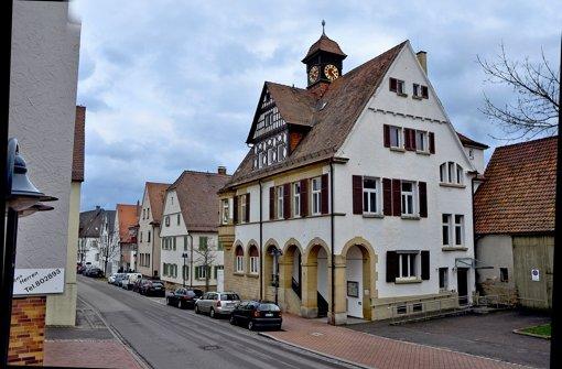 Rathaus und Schule sind oben auf der Liste