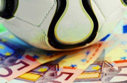 Immer wieder hat sich der Fußballspieler Geld besorgt. Foto: Schierenbeck