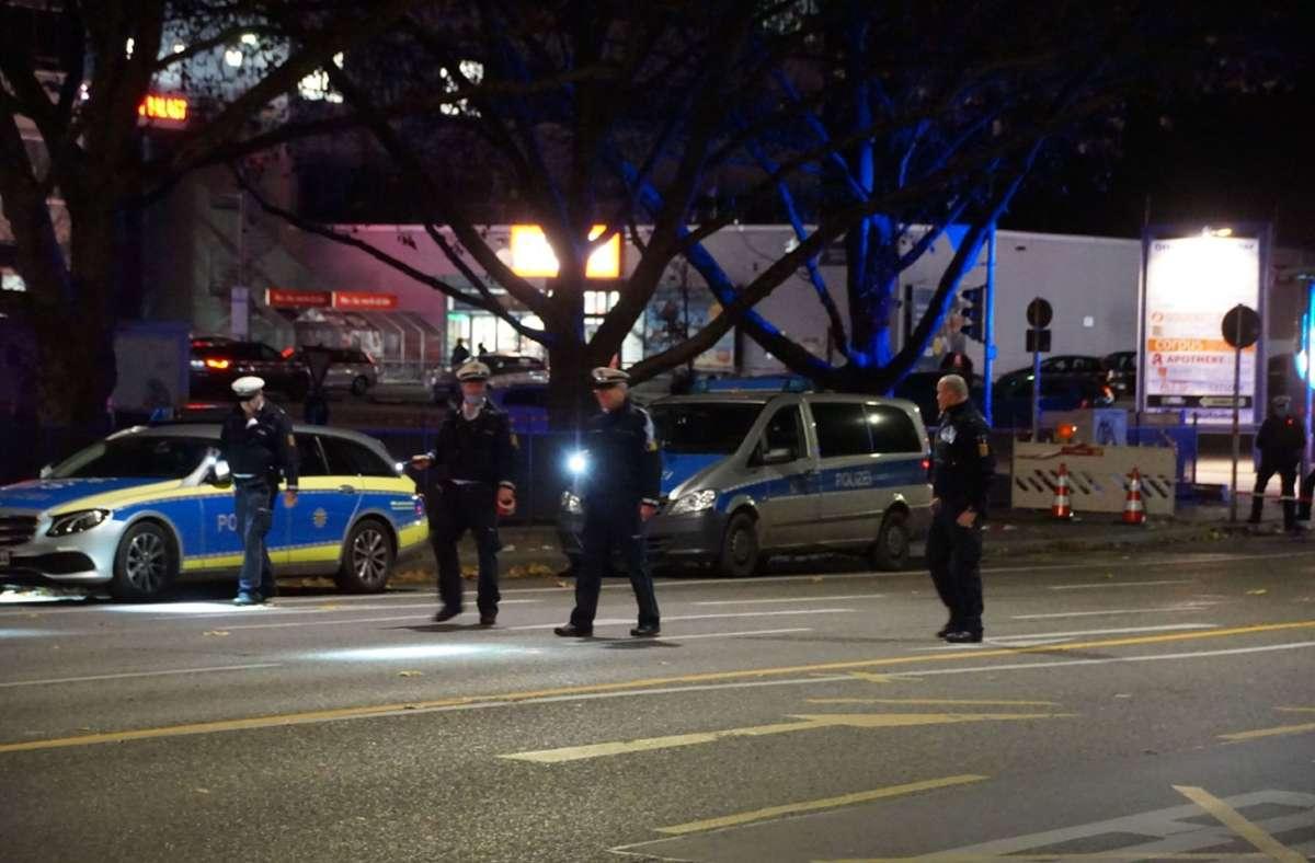 Die Polizei im Einsatz in Stuttgart-Hedelfingen. Foto: SDMG