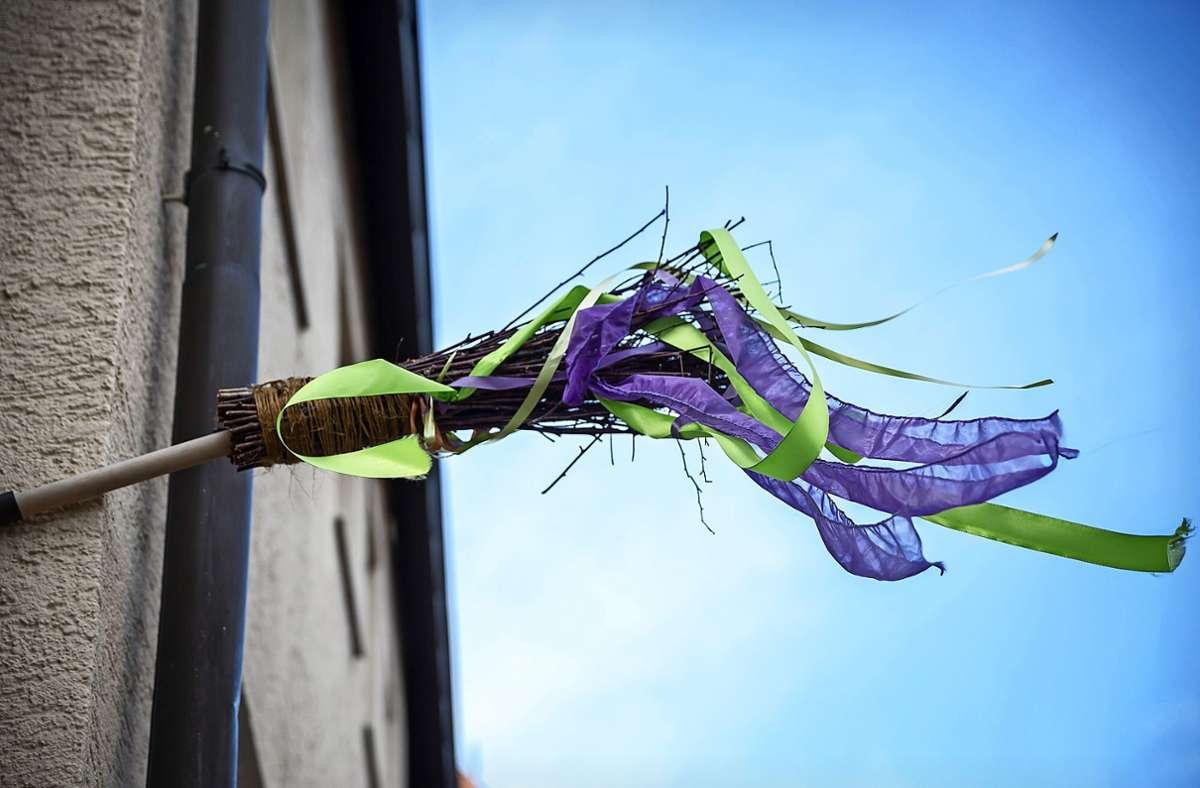 Wenn der Besen hängt, ist offen. Foto: Lichtgut/Julian Rettig