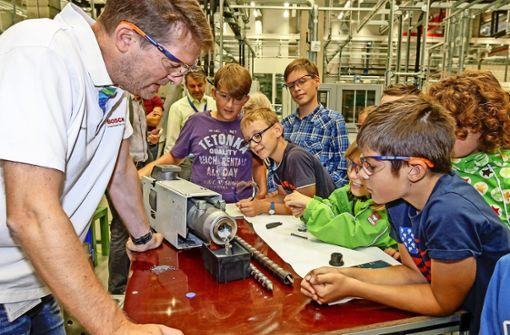 Kleine Studenten zu Gast im großen Forschungszentrum
