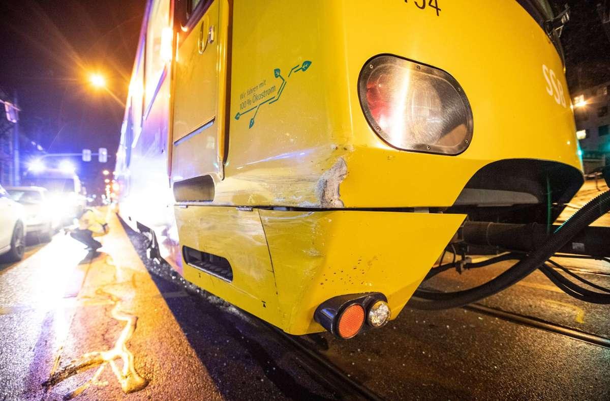 Der Ford-Fahrer kollidierte mit einer Stadtbahn. Foto: 7aktuell.de/Marc Gruber/7aktuell.de | Marc Gruber
