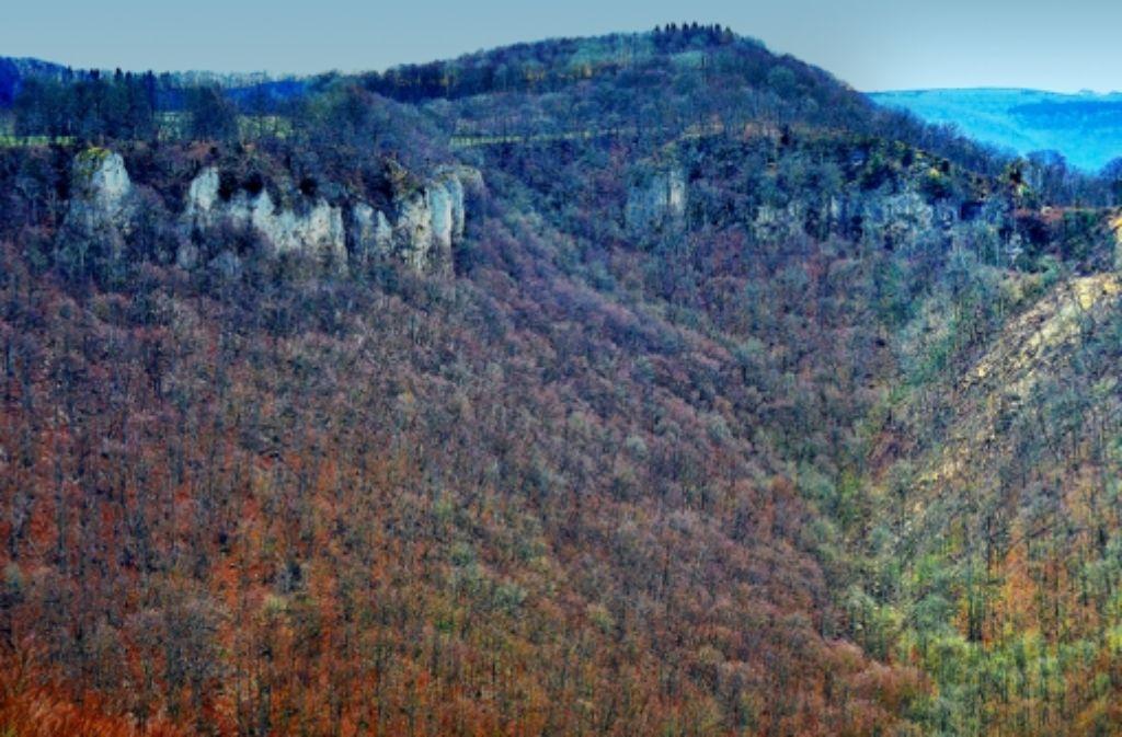 400 Kubikmeter Gestein sind ins Tobeltal abgerutscht.  Der Wielandstein ist  nicht nur seines  Gipfelkreuzes, sondern auch zwei Meter seiner Höhe beraubt worden. Foto: Thomas Faltin