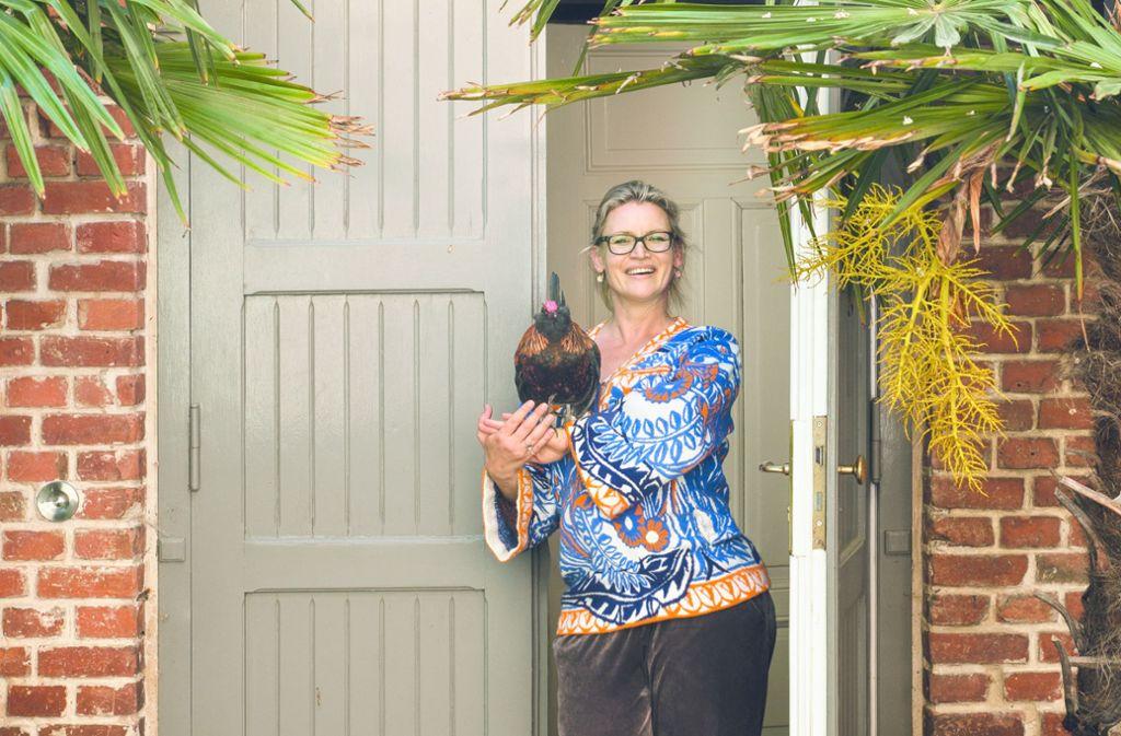 Die frühere Moderatorin und Start-up-Gründerin Eve Büchner hält in ihrer Villa in Potsdam Hühner. Foto: /Callwey Verlag