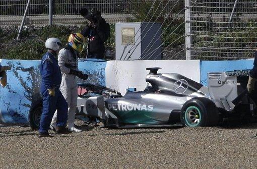 Hamilton crasht mit Silberpfeil
