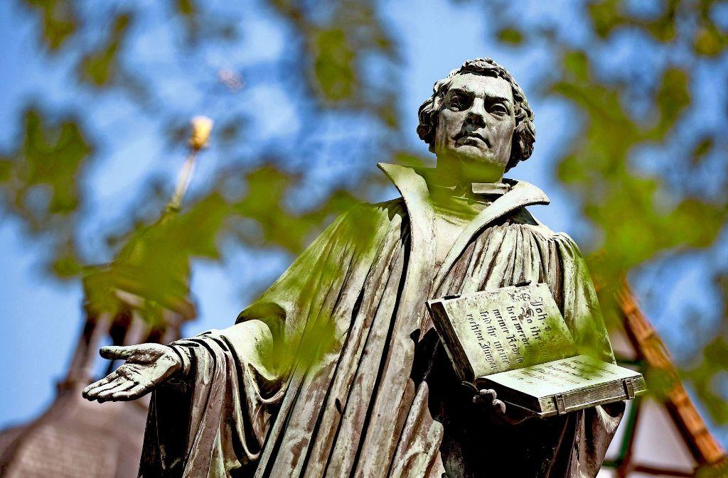 """Luthers  Schrift """"Von der Freiheit eines Christenmenschen""""   ist bis heute aktuell. Das wurde im Hospitalhof deutlich. Foto: dpa-Zentralbild"""