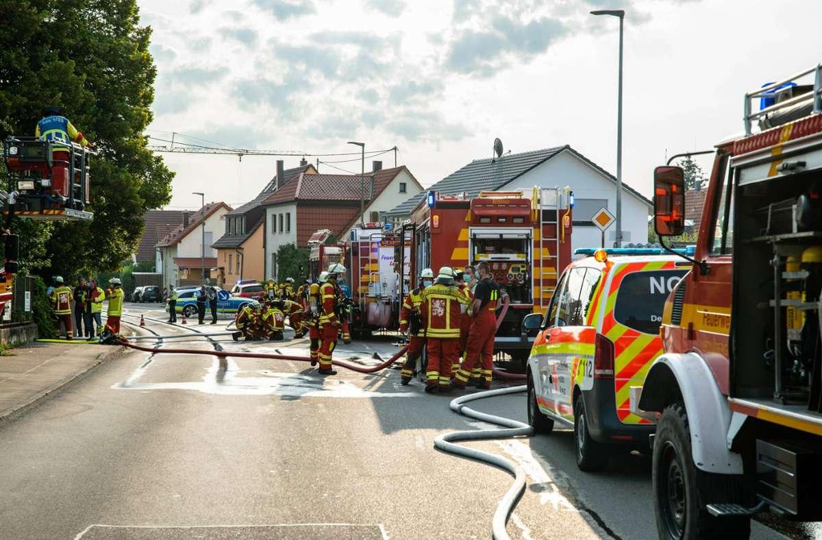 Die Feuerwehr war mit acht Fahrzeugen und 38 Kräften vor Ort. Foto: 7aktuell.de/Nils Reeh