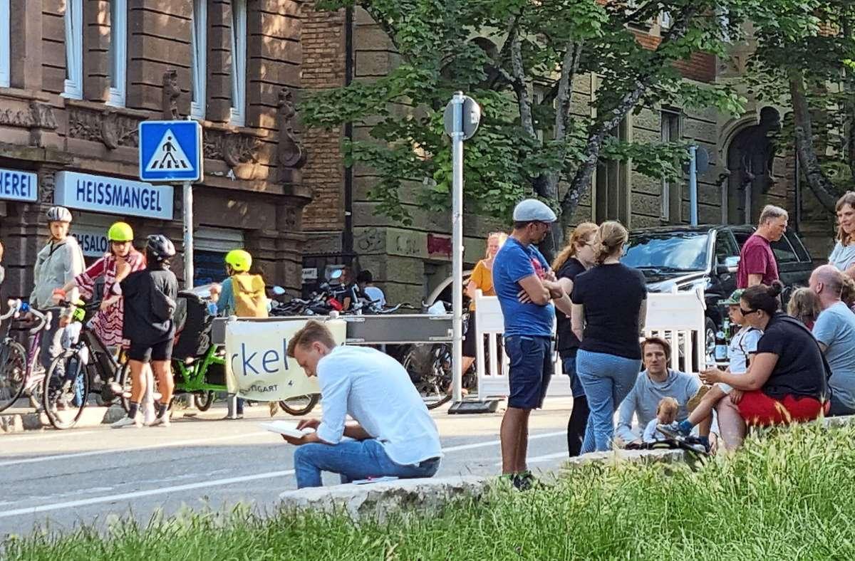Urbanität am Bismarckplatz: Vor allem an den Samstagen wird der gewonnene Raum von den Bürgern genutzt. Foto: Mario Esposito