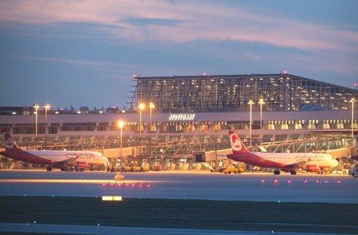 Der Geschäftsbetrieb des Flughafens entwickelt sich zufriedenstellend, sagen dessen Geschäftsführer. Foto: dpa