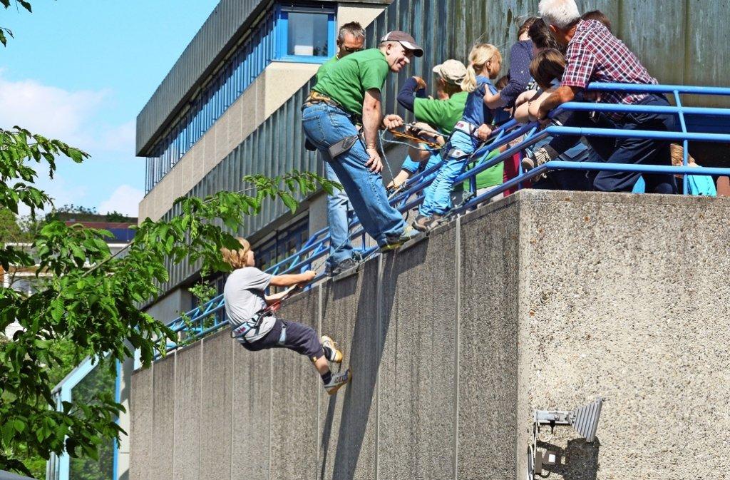 Beim  Engelbergsteigen klettern Bergfreunde an der  Fassade der  Spitalschule  herum –    bald werden es aber Bauarbeiter sein. Foto: privat