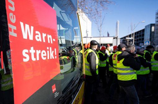 Bus- und Straßenbahnfahrer treten in den Warnstreik