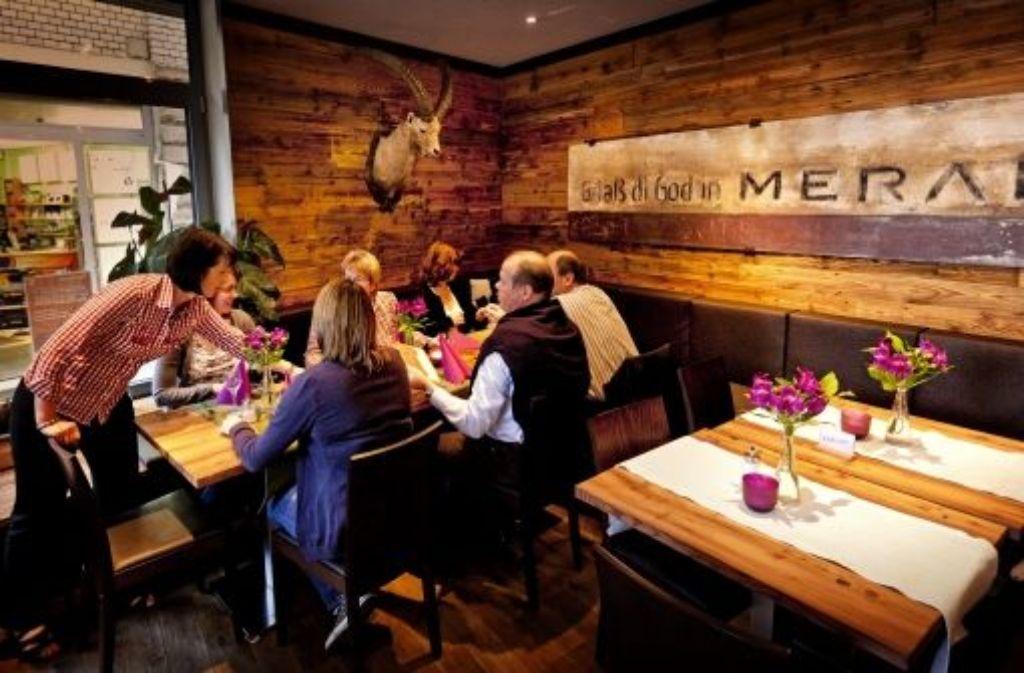 Im Café Meran kommt sogar die Vertäfelung aus Südtirol. Foto: canon EOS 5Dmk2