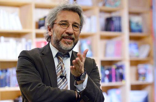 Staatsanwaltschaft will Interpol nach Dündar fahnden lassen