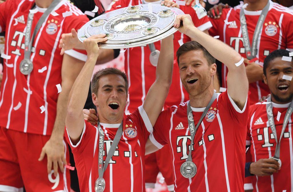 Philipp Lahm und Kollege Xabi Alonso (rechts) hängten im Sommer die Fußballschuhe an den Nagel. Foto: Bongarts