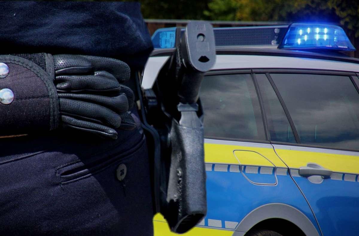 Der 21-Jährige war wegen fahrlässiger Tötung angeklagt, weil er einem zwei Jahre älteren Kollegen in den Hinterkopf geschossen hatte (Symbolfoto). Foto: imago images/Martin Dziadek