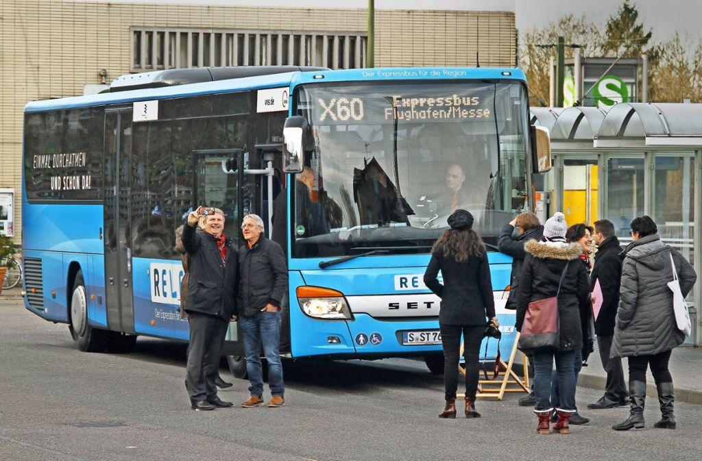 Der Expressbus zum Flughafen – hier bei seiner Inbetriebnahme im Dezember 2016 – soll künftig öfter fahren. Foto: factum/Archiv