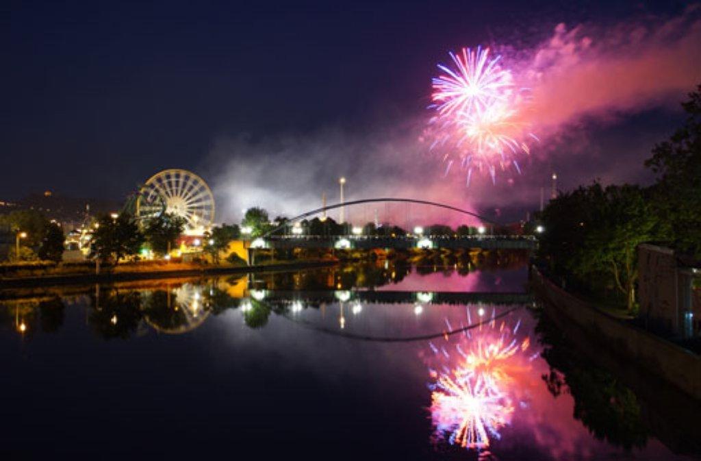 Mit einem Feuerwerk ging am Sonntag das Stuttgarter Frühlingsfest zu Ende. Foto: Leserfotograf markus79