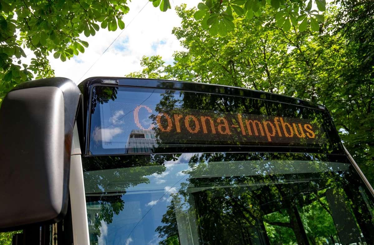 Der Impfbus tourt durch Stuttgart. Steuert er die richtigen Haltestellen an? Foto: LICHTGUT//Leif Piechowski