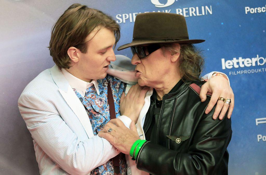 Der Film-Udo und der echte Udo:  Jan Bülow (links) und Udo Lindenberg bei der Filmpremiere Foto: dpa/Christian Charisius