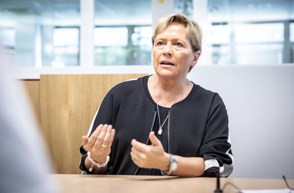 Kultusministerin Eisenmann will die Unterrichtsversorgung sichern. Foto: Lichtgut/Julian Rettig