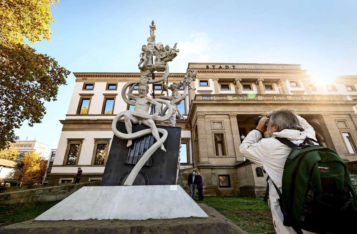 Die Lenk-Skulputur soll nicht dauerhaft vor dem Palais stehen. Foto: Lg/Leif Piechowski