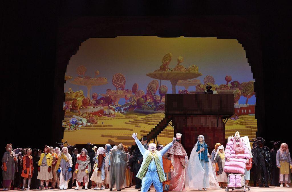 """Szene aus """"Die Liebe zu drei Orangen"""" an der Stuttgarte Oper Foto: Matthias Baus"""