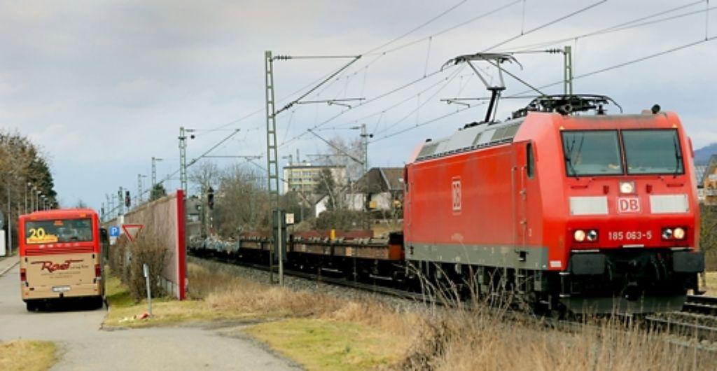 Von Lärmschutz ist auf Abschnitten der Rheintalbahn bisher nichts zu sehen. Foto: dpa
