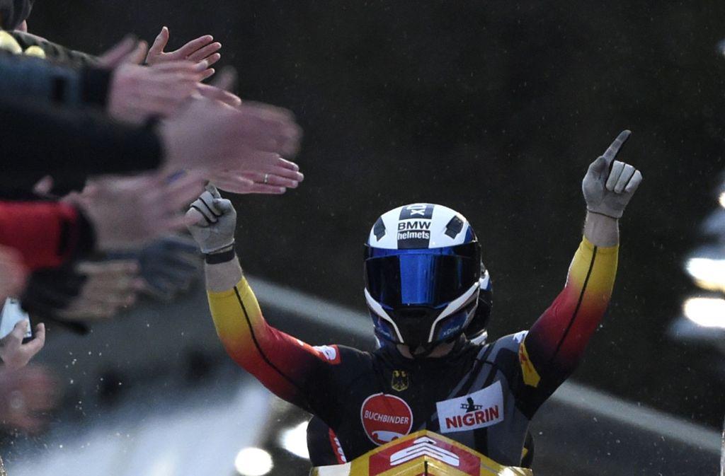 Der König in der Bobbahn: Francesco Friedrich Foto: AP/Jens Meyer