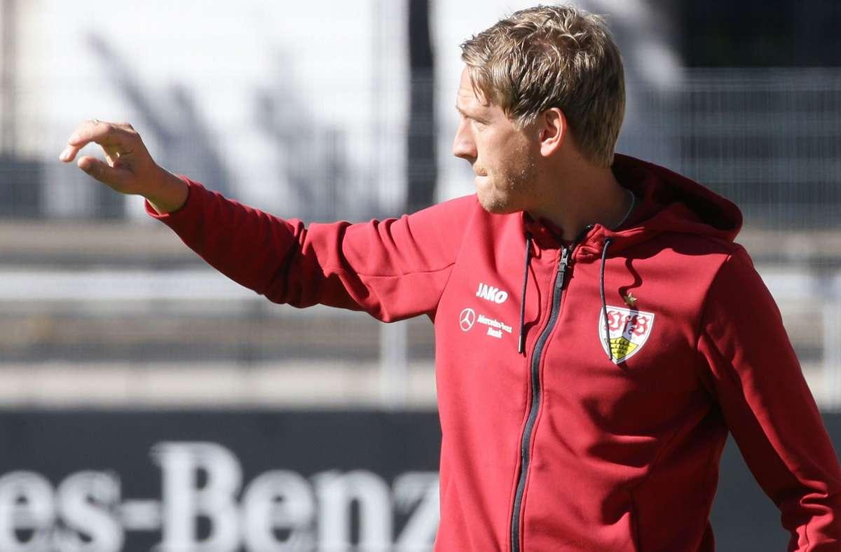 Für Trainer Frank Fahrenhorst und den VfB Stuttgart II geht es bereits an diesem Dienstag bei Spitzenreiter TSV Steinbach Haiger weiter. Foto: Baumann