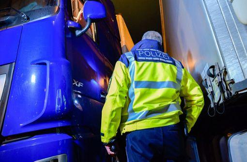 Polizei zieht betrunkene Lastwagen-Fahrer aus Verkehr
