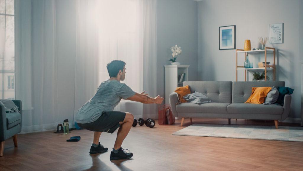 Verwandeln Sie Ihr Zuhause in ein Gym. Foto: Gorodenkoff / shutterstock.com