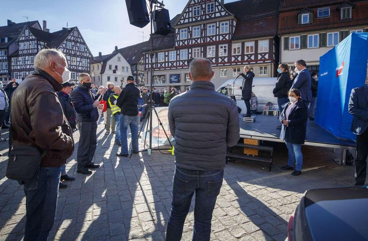 Schon bei der Kundgebung der AfD am Samstag auf dem Schorndorfer Marktplatz wurden Vorwürfe gegen kulturelle Einrichtungen geäußert. Foto: Gottfried Stoppel