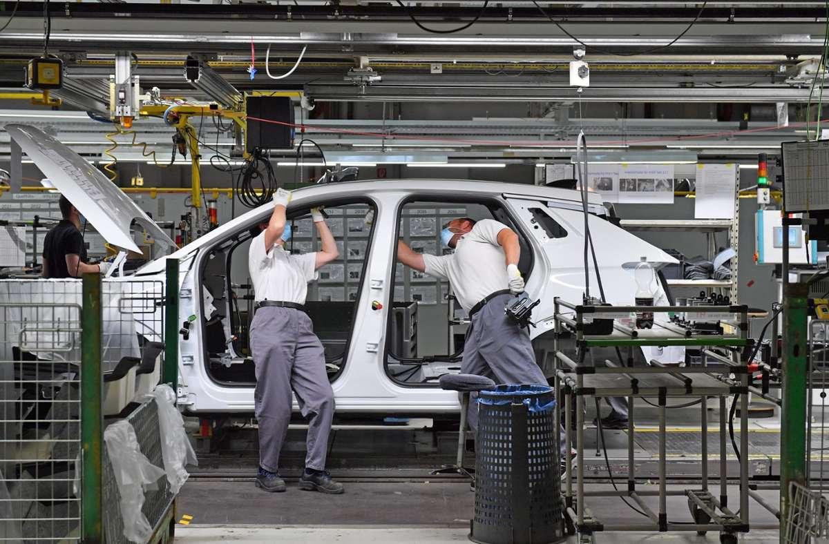 Die Corona-Krise hat die Autoindustrie in arge Bedrängnis gebracht. Foto: dpa/Martin Schutt