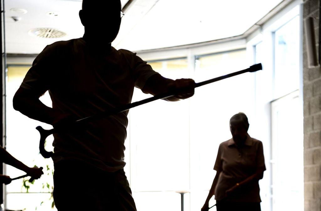 Das Training mit dem Krückstock Foto: dpa