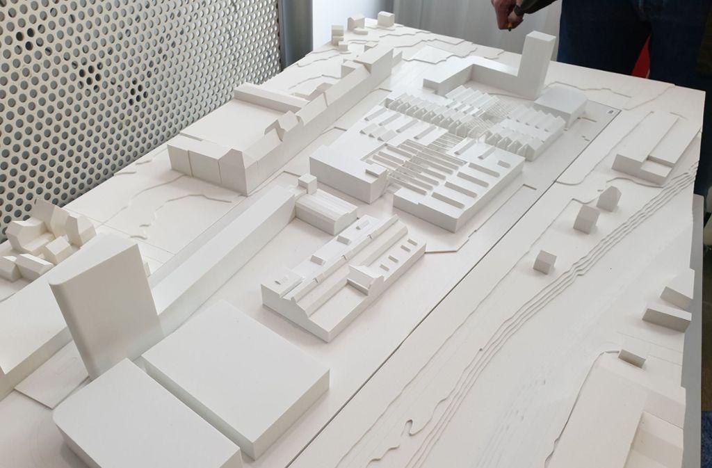 Das Modell: Links oben erstrecken sich die Hallen von Märklin an der Stuttgarter Straße, rechts davon befindet sich das Boehringer Areal. An der Ost- und Westseite  des Gewerbegebiets ragen rund 50 Meter hohe Bürotürme auf. Foto: StZN/Karen Schnebeck