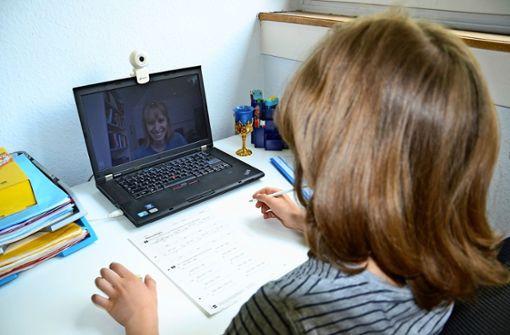 Esslinger Caritas-Projekt mobilisiert Laptops zum Lernen