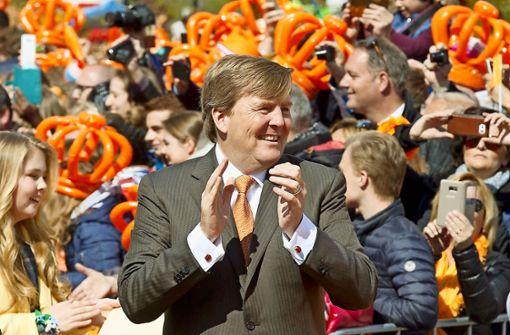 Niederländer feiern den König vom Sofa aus