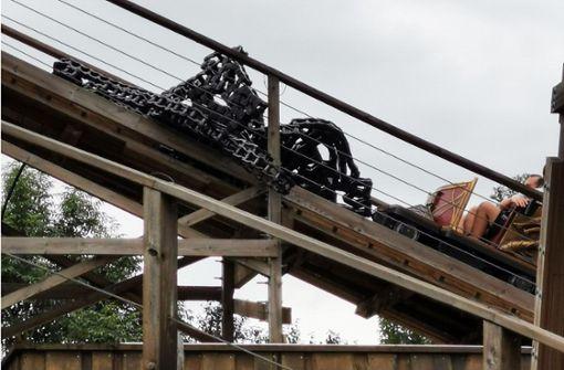 Holzachterbahn nach Zwangsstopp wieder in Betrieb