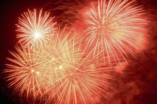 Großes Feuerwerk: kurzer Spaß für die Zuschauer mit langer Vorbereitung für den Pyrotechniker. Foto: dpa