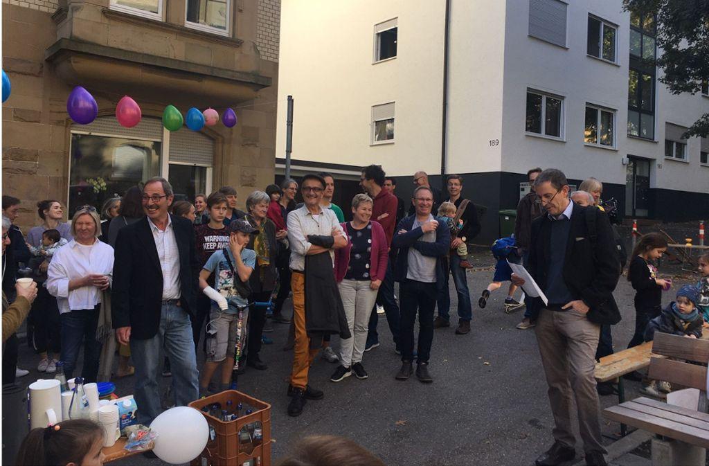 Der Bezirksvorsteher Bernhard Mellert lobt die engagierten Bürger, die sich für den neuen Reinsburgpark eingesetzt haben. Foto: Nina Ayerle