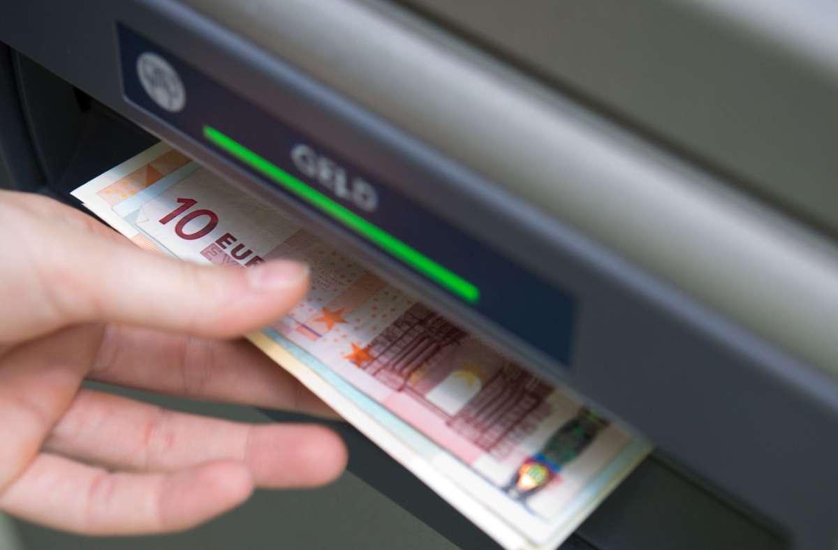 Der Zugang zu einem Basiskonto soll laut Gesetz auch einkommensschwachen Verbrauchern gesichert werden. Foto: dpa/Andrea Warnecke