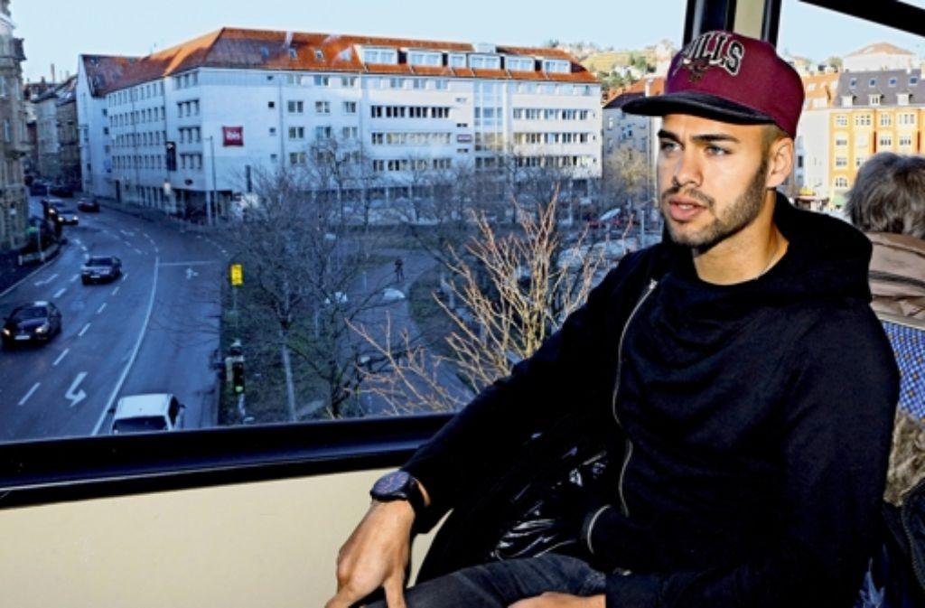 In der Zahnradbahn spricht Daniel  Engelbrecht  offen über seine Leidenszeit. Foto: Baumann