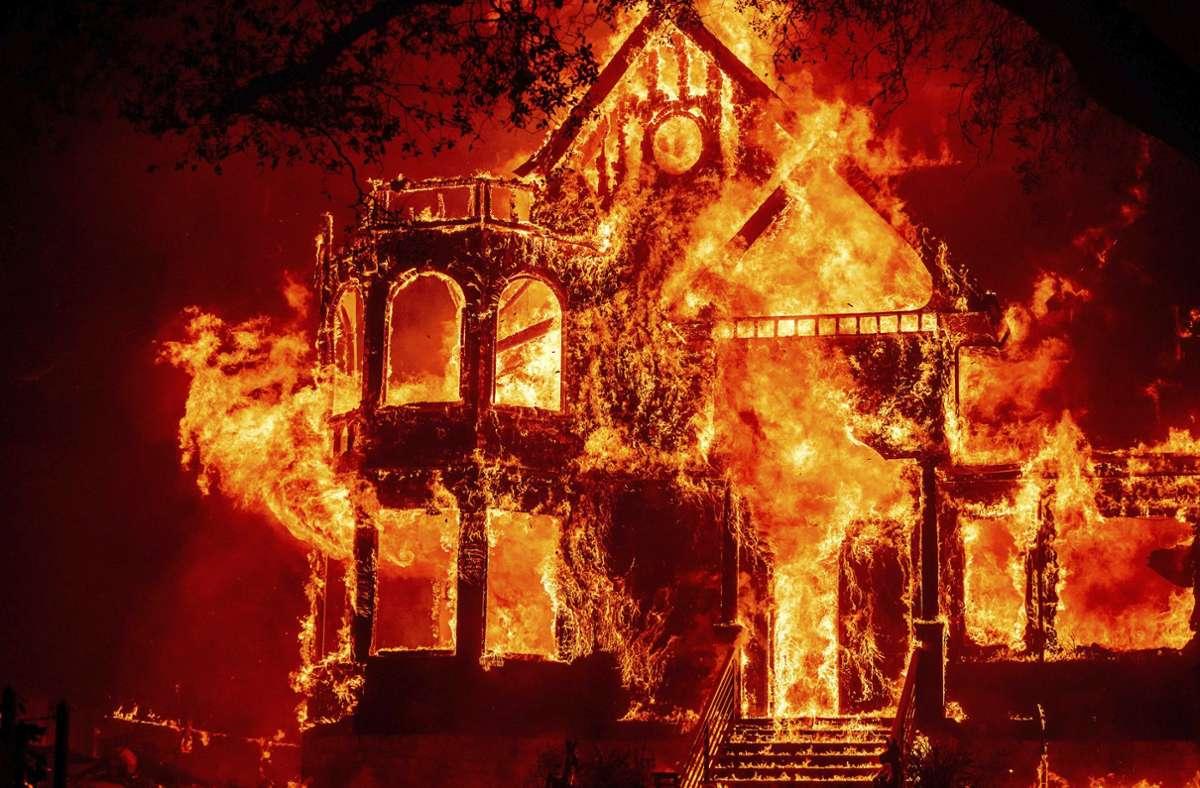 Einige Häuser  im kalifornischen St. Helena sind den Bränden zum Opfer gefallen. Foto: dpa/Noah Berger