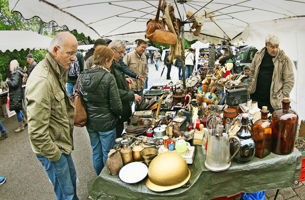Schauen, stöbern und kaufen: Am Pfingstmontag ist in Wäschenbeuren wieder Markttag. Foto: Rudel/Archiv