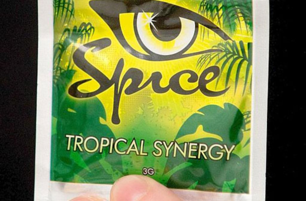 Ein Tütchen der Designerdroge (Legal Highs) Spice. Foto: dpa