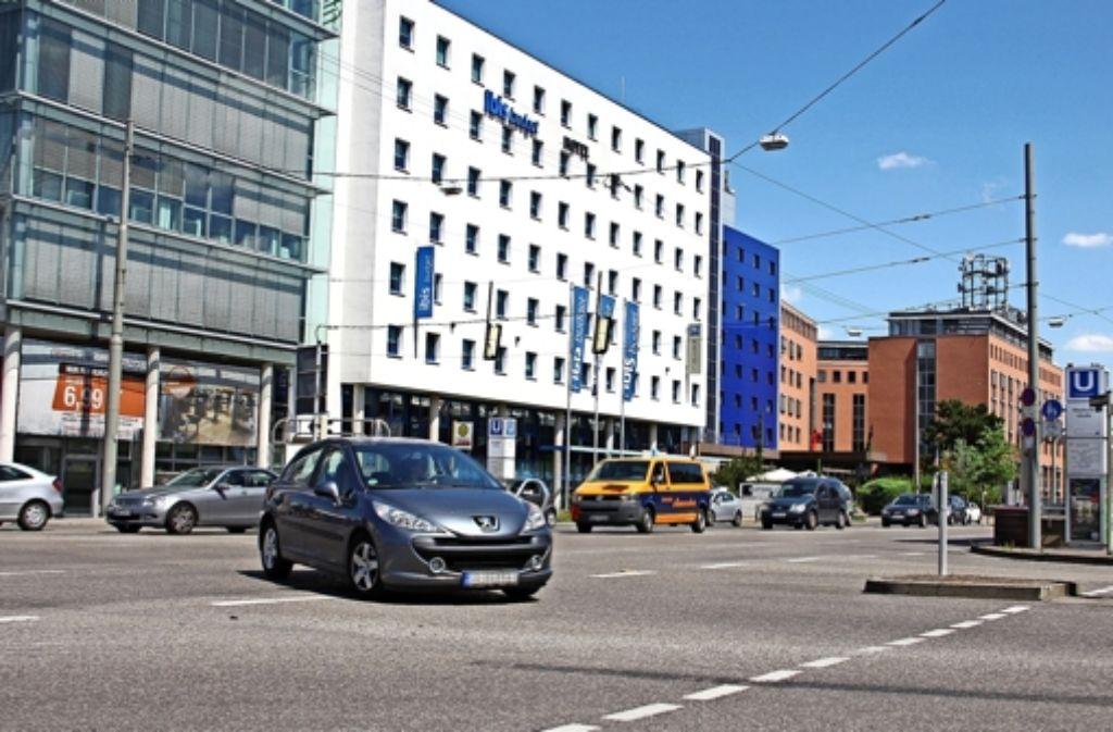 Das Linksabbiegen von der Siemens- in die Maybachstraße könnte bald verboten werden. Foto: Torsten Ströbele
