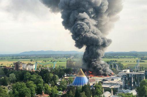 Großbrand auf Freizeitpark-Gelände
