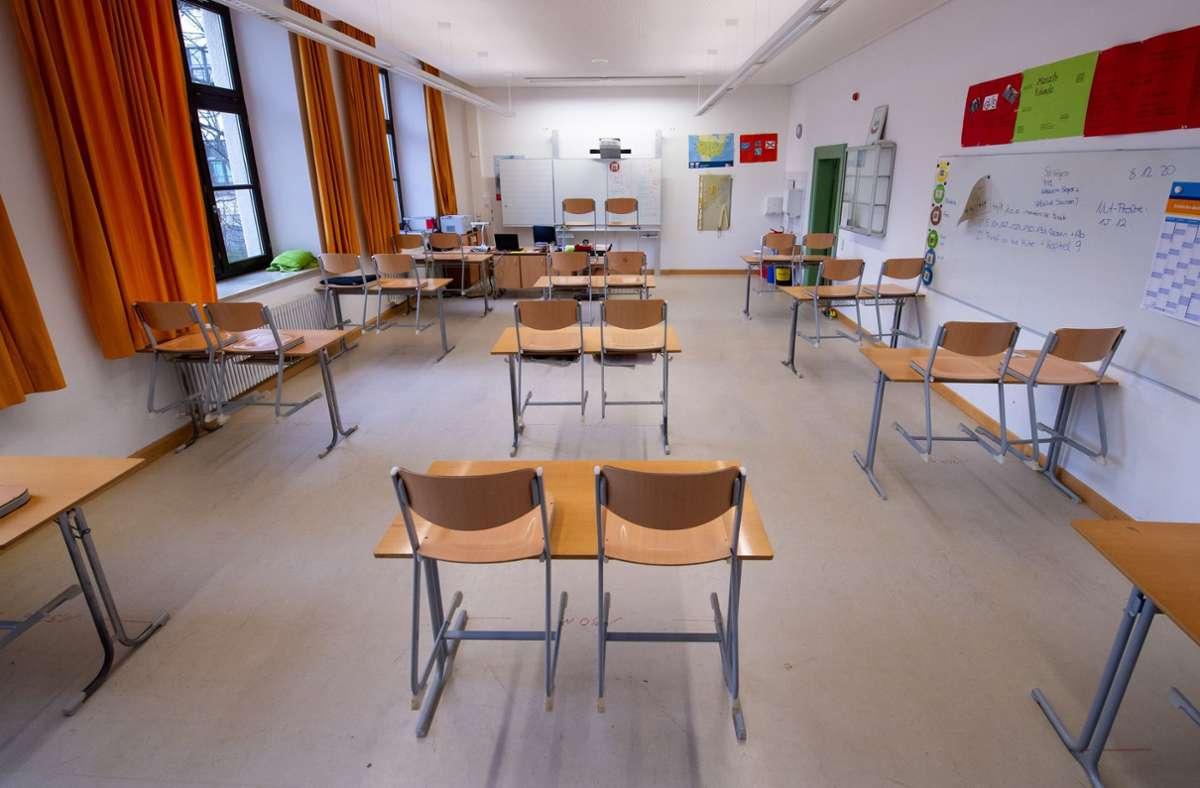 Schulen bleiben nach den Osterferien mit Ausnahmen erst mal wieder geschlossen. Foto: dpa/Sven Hoppe
