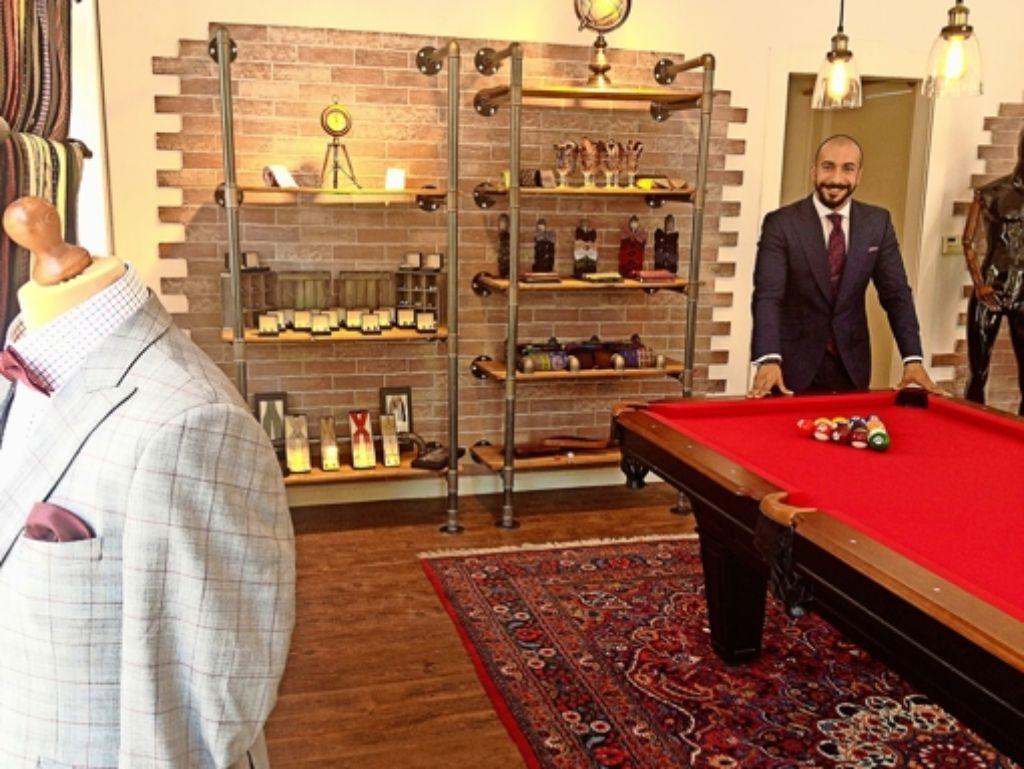 Billardtisch aus Rammstein: Mr. Ash hat seinen Laden selber eingerichtet. Foto: Ina Schäfer